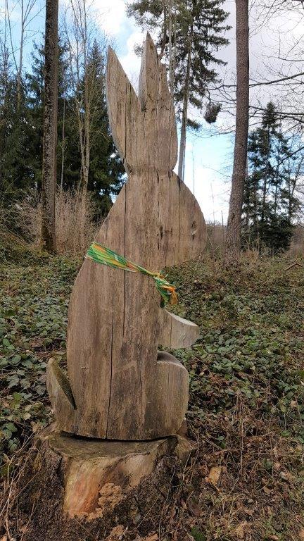 Osterhase im Wald